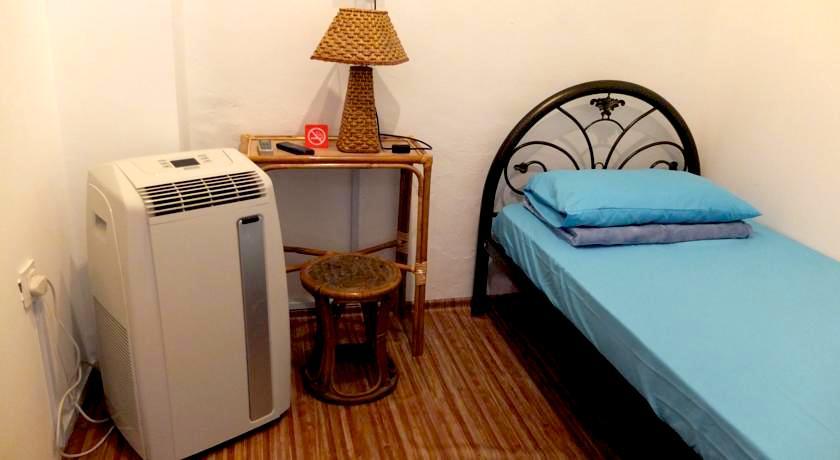 ペナン安宿 シングルルーム個室 トイレ・バス共同