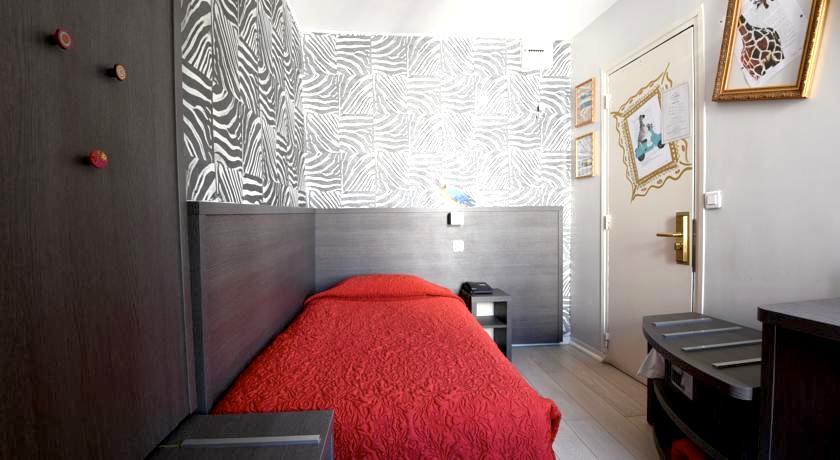 パリ 1万円以下 格安ホテル シングルルーム オススメ人気清潔キレイ