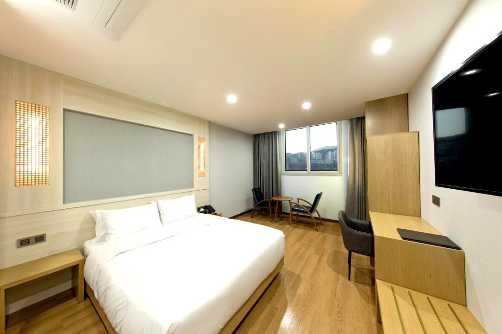 """<a href=""""https://www.booking.com/hotel/kr/notte-la-mia.ja.html?aid=1519625"""" target=""""_blank"""" rel=""""noopener"""">"""