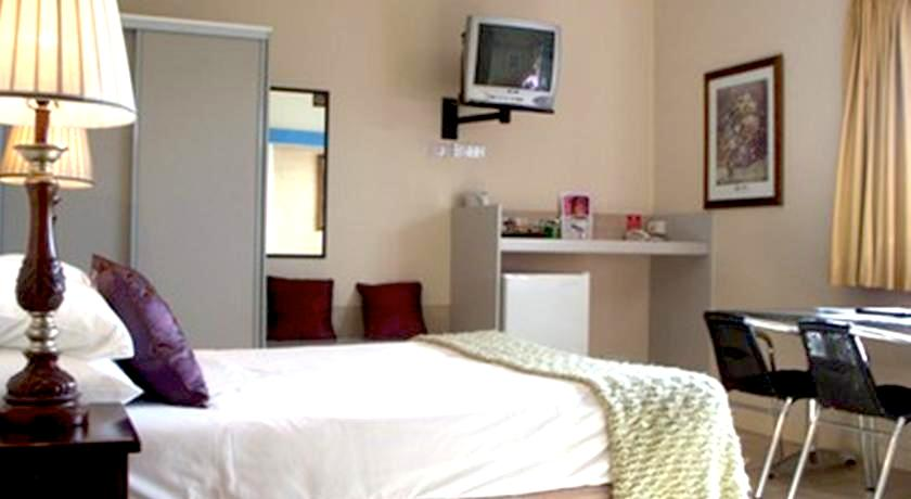 ケアンズ 格安シングルルームダブルルーム個室 格安ホテルバジェット バックパッカー