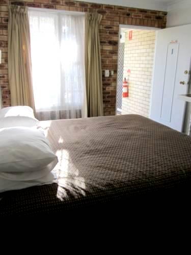 ゴールドコスト 格安シングル ダブルツインルーム個室 格安ホテルバジェット バックパッカー