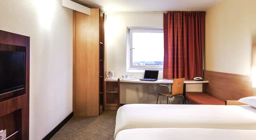ロンドン 1万5千円 15,000円以下 ホテル 4つ星 コスパ良し安いツインダブルファミリー 子連れ